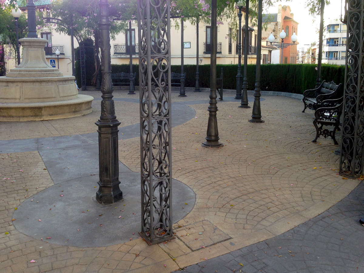 imprinted concrete cobble sets park area